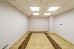 Современная комната в офисном здании без заканчивать Стоковое Изображение