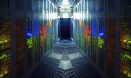 Современная концепция компьютера технологии сети и радиосвязи: комната сервера в datacenter стоковое изображение