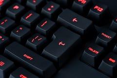 Современная красная подсвеченная клавиатура, предпосылка компьютерной технологии концепции Стоковые Фотографии RF