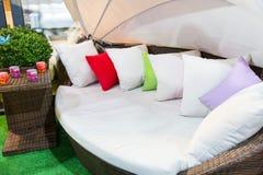 Современная красочная живущая комната - домашнее оформление Стоковые Фото