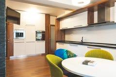 Современная кухня интерьера дома Стоковое Изображение