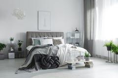 Современная мебель в спальне Стоковые Фото