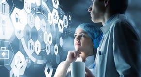 Современная медицинская концепция технологий Мультимедиа стоковые изображения rf