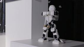 Современная модель робота сток-видео