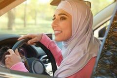 Современная мусульманская женщина в hijab стоковые изображения rf