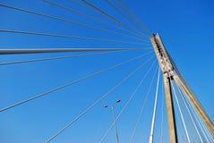 Современная опора моста против голубого неба Стоковая Фотография