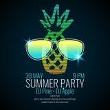 Современная партия лета плаката с солнечными очками ананаса нося Стоковая Фотография