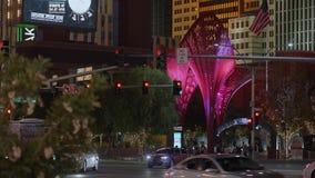 Современная пешеходная зона на гостинице Лас-Вегас NY NY к ноча - США 2017 видеоматериал