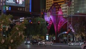 Современная пешеходная зона на гостинице Лас-Вегас NY NY к ноча - США 2017 акции видеоматериалы