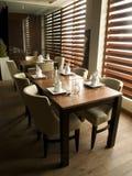 Современная сервировка стола ресторана Стоковое фото RF