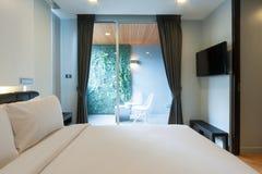 Современная спальня стоковые фотографии rf