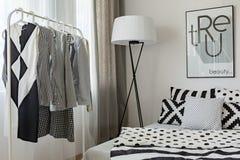 Современная спальня ` s женщины Стоковое Изображение RF