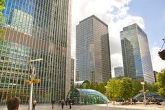 Современная стеклянная архитектура канереечной арии дела причала, и работники офиса Стоковое Изображение RF