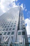 Современная стеклянная архитектура канереечной арии дела причала, и работники офиса Стоковые Изображения RF