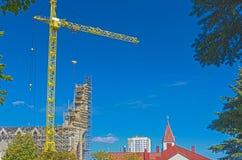 Современная строительная площадка Buidling с краном сфинкс пирамидки khafre изображения hdr giza переднего плана Каира Египета пр Стоковое фото RF