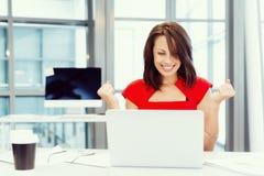 Современная успешная бизнес-леди стоковые изображения