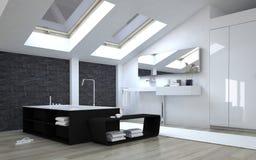 Современная черно-белая ванная комната с окнами в крыше Стоковая Фотография RF