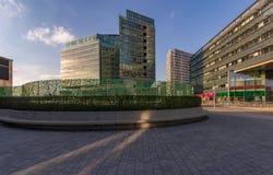 Современное большое административное здание без людей стоковая фотография