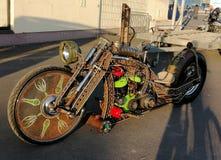 Современное дизайнерское более длинное украшение мотоцикла стоковые изображения rf