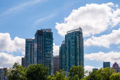Современное жилое кондо возвышается в Mississauga, Онтарио, Канаде Стоковая Фотография