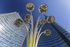 Современное застекленное офисное здание, деловой район, Porta Nuova, аркада Gael Aulenti, Милан, Италия стоковые изображения rf