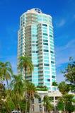 Современное здание с пальмами Стоковые Фотографии RF
