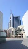 Современное здание около оперного театра, Тель-Авив стоковое изображение rf