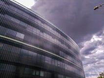 Современное многоэтажное здание против облачного неба в Праге стоковые фотографии rf