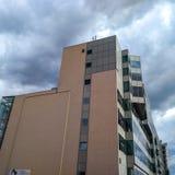 Современное многоэтажное здание против облачного неба в Праге стоковая фотография