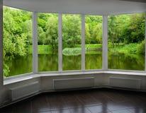 Современное окно веранды обозревая реку Стоковое Изображение