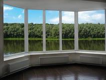 Современное окно веранды обозревая реку Стоковая Фотография