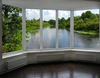 Современное окно веранды обозревая реку Стоковые Фото