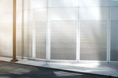 Современное офисное здание внешнее и пустое стоковое изображение rf