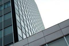 Современное офисное здание с плакированием glas Стоковое Фото