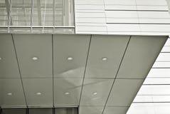 Современное офисное здание с фасадом стекла черная белизна Стоковая Фотография