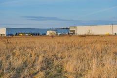 Современное промышленное здание над голубым небом Стоковое Фото