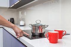 Современное стеклянное электрическое cooktop с управлением касания стоковые фото