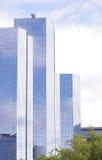 Современное стеклянное офисное здание в Париже, Франции Стоковые Изображения RF