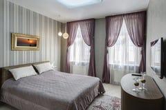 Современное interio спальни хозяев Стоковые Изображения