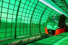 Современное ` Lastochka ` быстроходного поезда Меньшее кольцо железных дорог Москвы, 54 железная дорога орбитали 4-kilometre-long Стоковые Фотографии RF