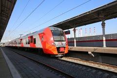 Современное ` Lastochka ` быстроходного поезда Меньшее кольцо железных дорог Москвы, 54 железная дорога орбитали 4-kilometre-long Стоковое Изображение RF