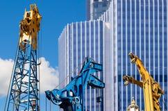 Современные большие административные здания и краны Стоковое Изображение RF