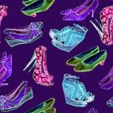 Современные ботинки дам: клин, slingbacks, шпильки, ботинки суда и котенок кренят в розовой, зеленой, голубой неоновой палитре цв бесплатная иллюстрация