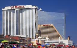 Современные гостиницы и пляж в Атлантик-Сити, Нью-Джерси Стоковое фото RF