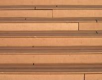 Современные деревянные лестницы к снаружи Стоковые Изображения
