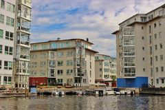 Современные жилые дома в Карлстаде, Швеции стоковые фотографии rf