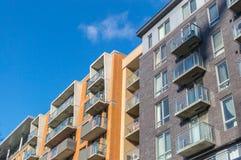 Современные здания кондо с огромными окнами в Монреале Стоковое Фото