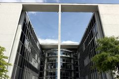 Современные здания новых офисов Германского Бундестага стоковые изображения rf