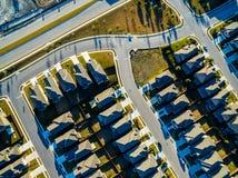 Современные картины кривых домов захода солнца архитектуры пригородных к северу от Остина около круглого утеса Стоковые Изображения