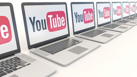 Современные компьтер-книжки с логотипом YouTube Зажим передовицы 4K компьютерной технологии схематический, безшовная петля видеоматериал